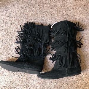 Black Minnetonka Moccasin fringe boots
